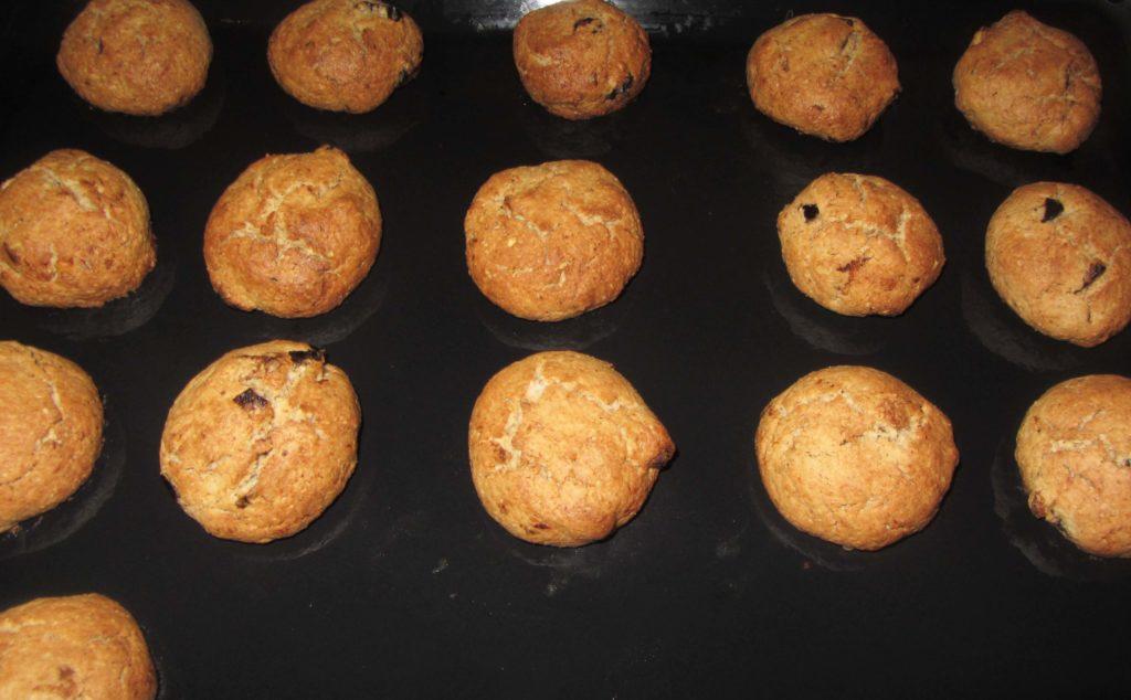 Фото рецепта - Овсяное печенье с орехами, курагой и черносливом - шаг 5