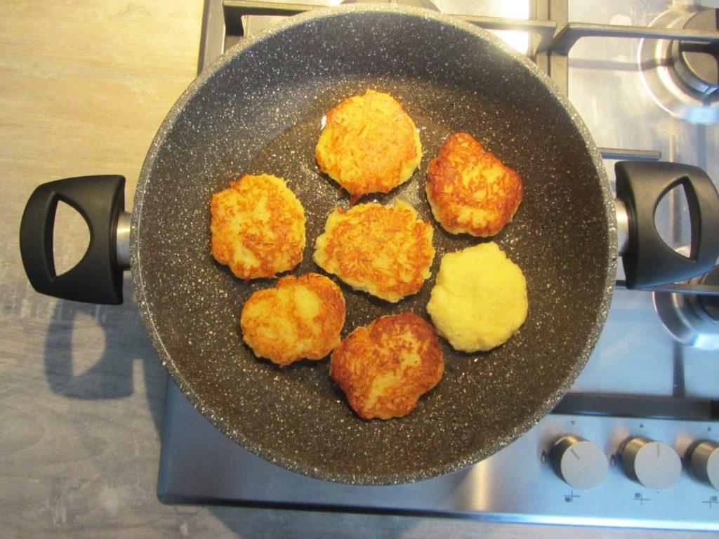 Фото рецепта - Картофельные драники (без яиц и муки) - шаг 4