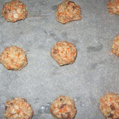 Фото рецепта - Постное овсяное печенье с изюмом и морковью (без сахара) - шаг 3