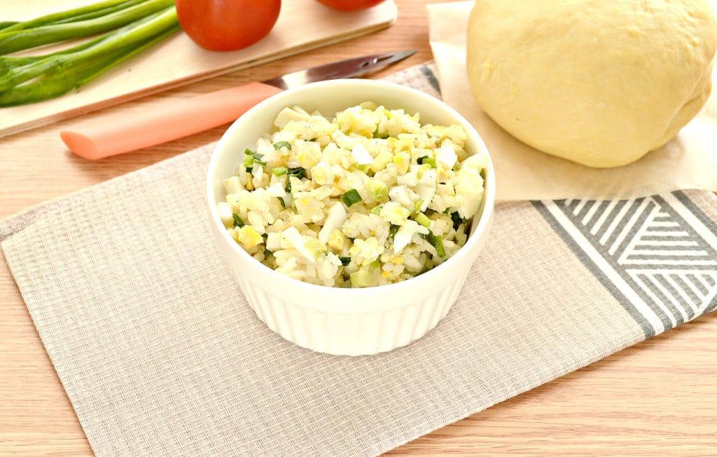 Фото рецепта - Пирог с рисом и зеленым луком на песочном тесте - шаг 2