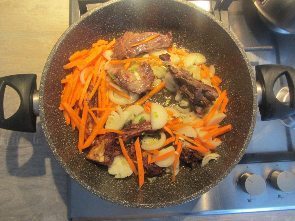 Фото рецепта - Мясо кролика (зайца) тушеного в сметане - шаг 4