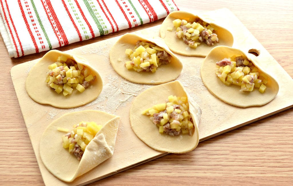 Фото рецепта - Манты «косичкой» с картофелем и фаршем - шаг 3