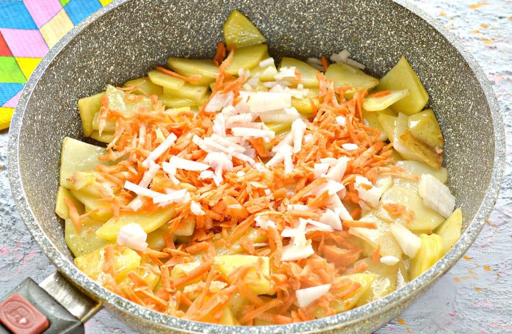 Фото рецепта - Куриная печень с картошкой на сковороде - шаг 3