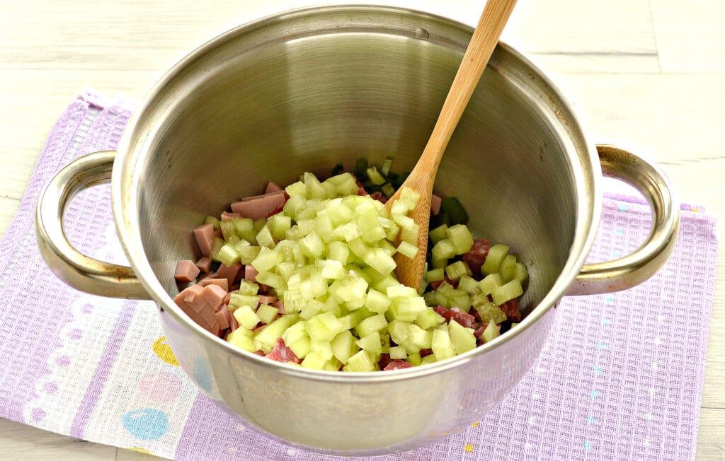 Фото рецепта - Окрошка с сырокопченой колбасой (без картошки) - шаг 3
