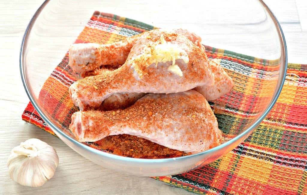 Фото рецепта - Куриные голени в кефире с чесноком, в духовке - шаг 3