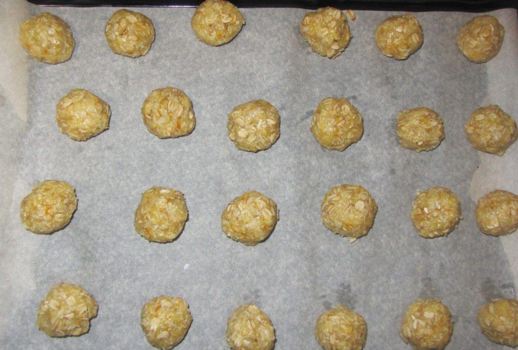 """Фото рецепта - Овсяное печенье с кокосовой стружкой """"Анзак"""" - шаг 4"""