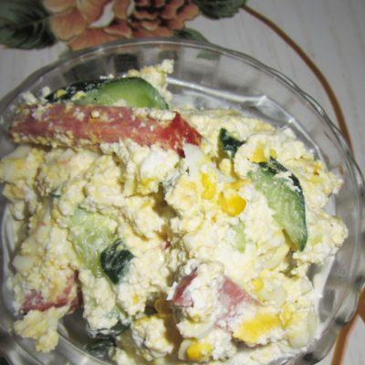 Салат с копченостями, творогом и хреном - рецепт с фото
