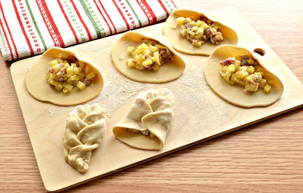 Фото рецепта - Манты «косичкой» с картофелем и фаршем - шаг 4