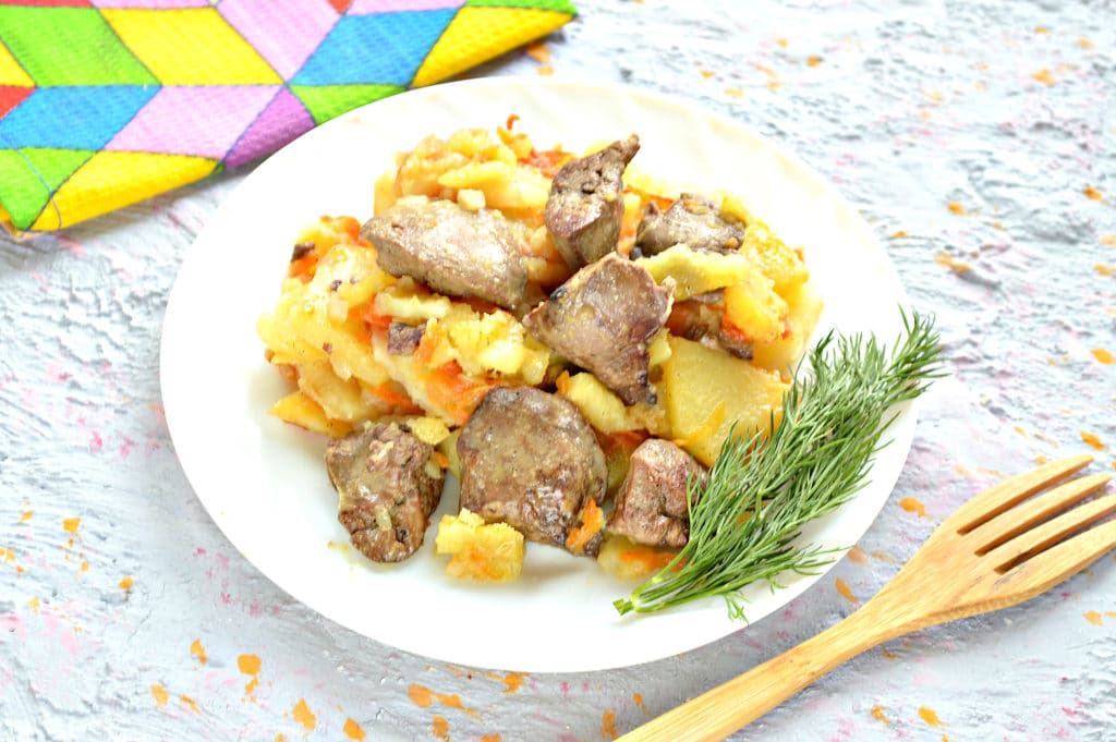Фото рецепта - Куриная печень с картошкой на сковороде - шаг 5