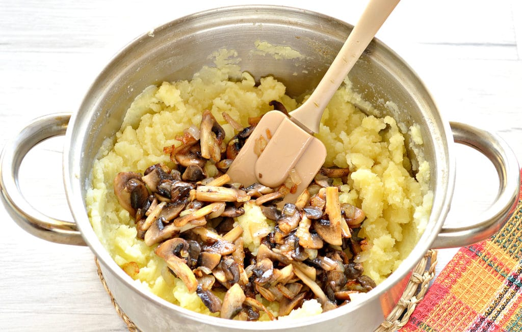 Фото рецепта - Пирог с картошкой и грибами - шаг 5