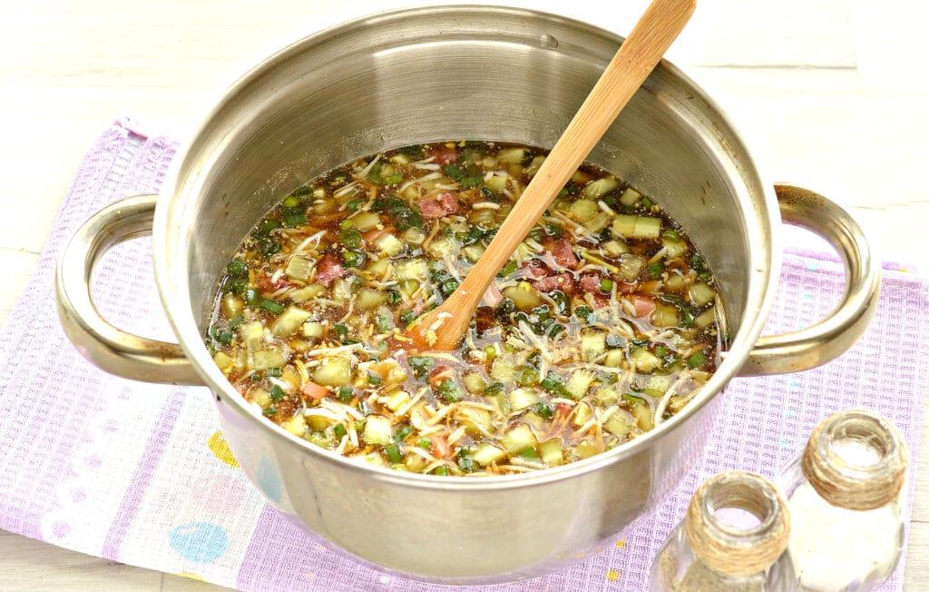 Фото рецепта - Окрошка с сырокопченой колбасой (без картошки) - шаг 5