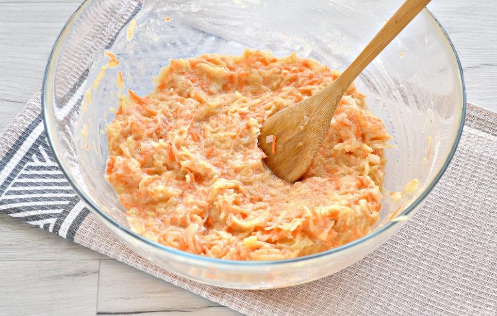 Фото рецепта - Морковно-картофельные оладьи - шаг 5