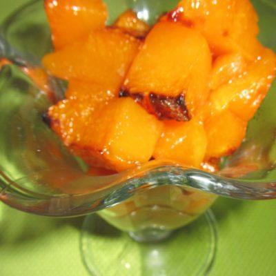 Запеченные кусочки тыквы с ванилью и корицей - рецепт с фото