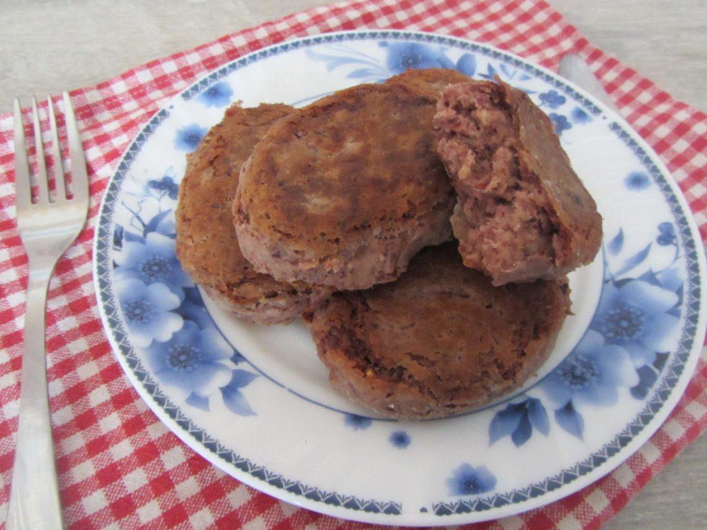 Фото рецепта - Постные котлеты из красной фасоли орехами и чесноком - шаг 5