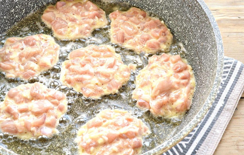 Фото рецепта - Жареное мясо по-албански из курицы - шаг 6