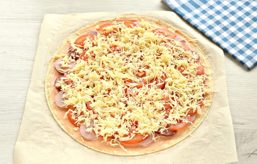 Фото рецепта - Пицца с двумя видами колбасы - шаг 6