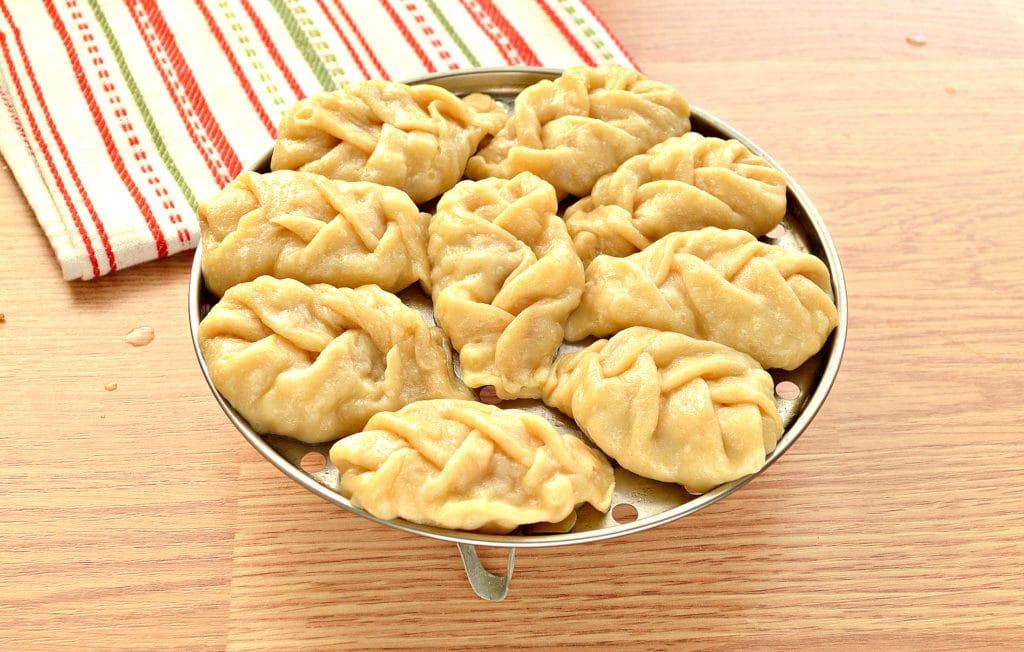 Фото рецепта - Манты «косичкой» с картофелем и фаршем - шаг 7