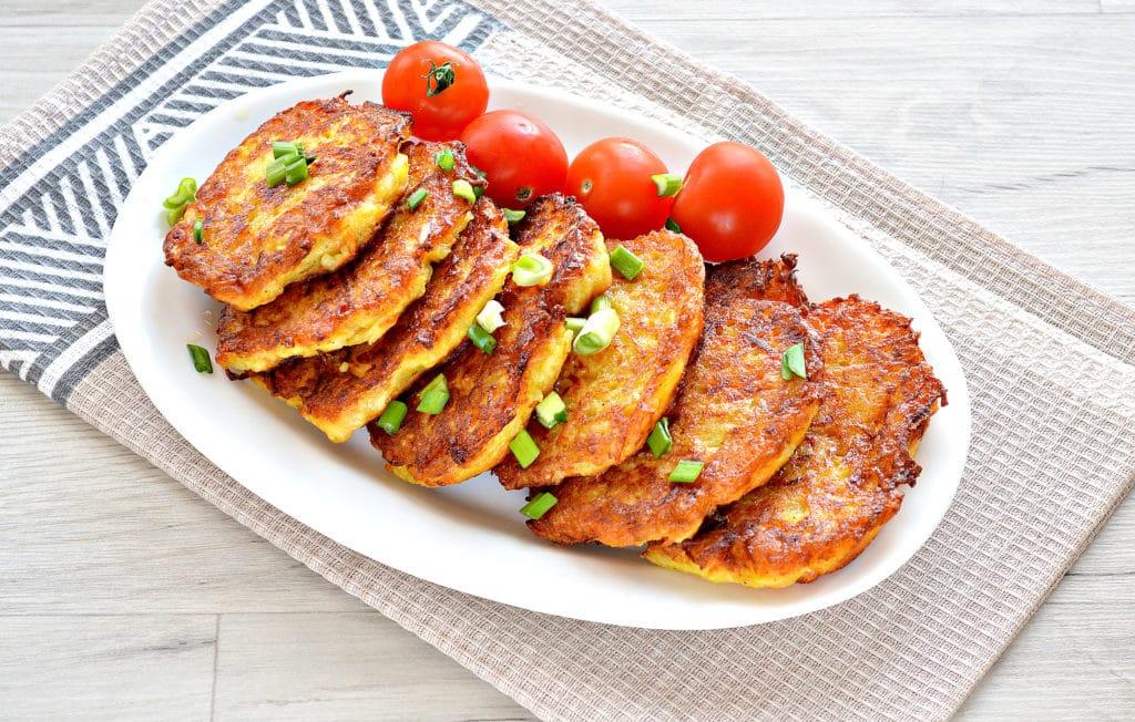 Фото рецепта - Морковно-картофельные оладьи - шаг 7