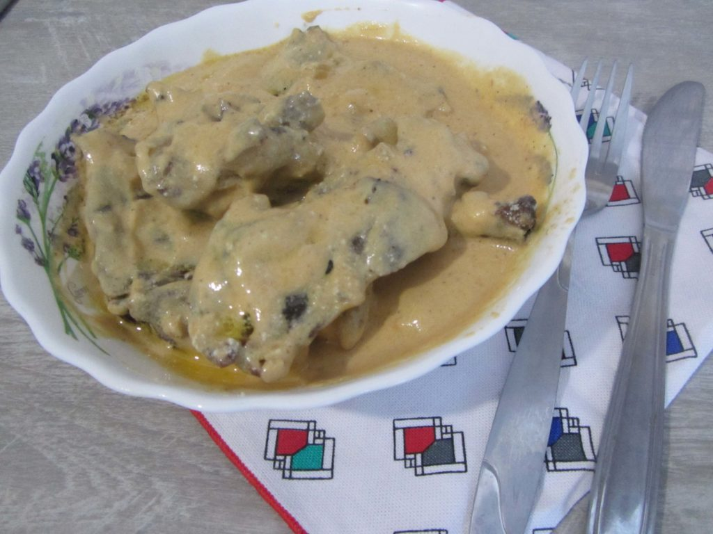 Фото рецепта - Мясо кролика (зайца) тушеного в сметане - шаг 6