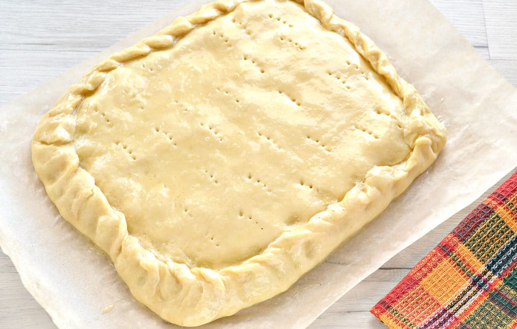 Фото рецепта - Пирог с картошкой и грибами - шаг 8