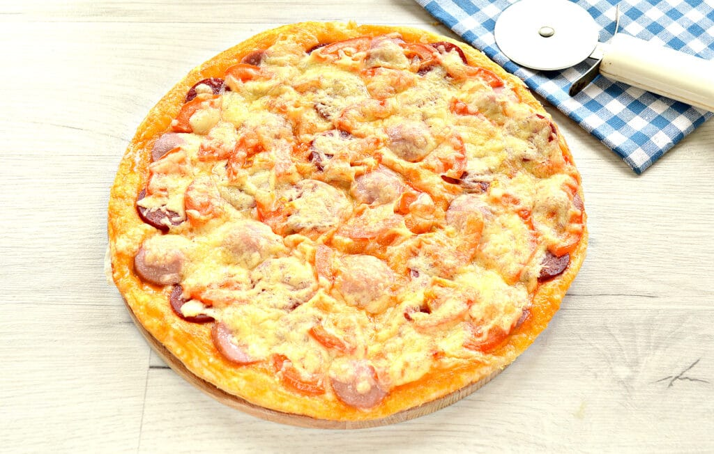 Фото рецепта - Пицца с двумя видами колбасы - шаг 8