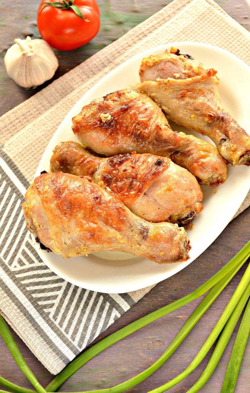 Куриные голени в сметане с чесноком