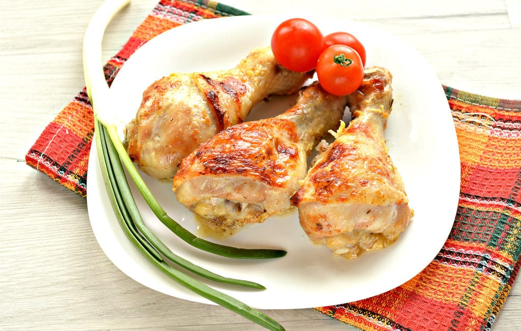 Фото рецепта - Куриные голени в кефире с чесноком, в духовке - шаг 9