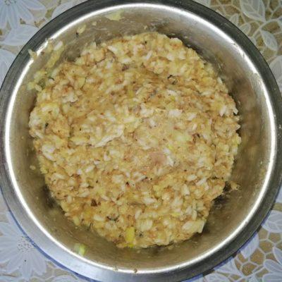 Фото рецепта - Котлеты из рыбных консервов (с рисом и картофельным пюре) - шаг 3