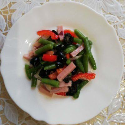 Салат из спаржевой фасоли с болгарским перцем и ветчиной - рецепт с фото