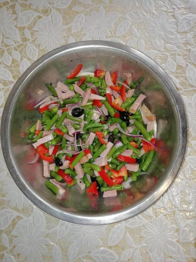 Фото рецепта - Салат из спаржевой фасоли с болгарским перцем и ветчиной - шаг 5