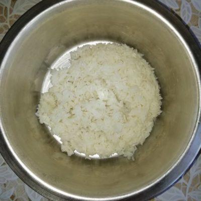 Фото рецепта - Котлеты из рыбных консервов (с рисом и картофельным пюре) - шаг 1