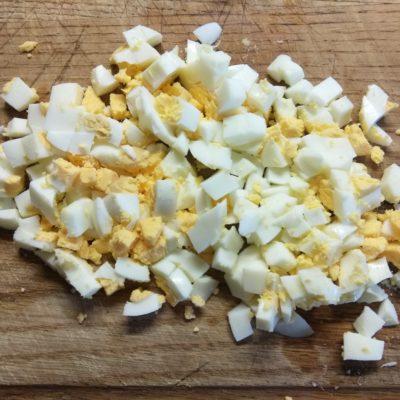 Фото рецепта - Салат с булгуром, креветками, консервированным горошком и морковью - шаг 3