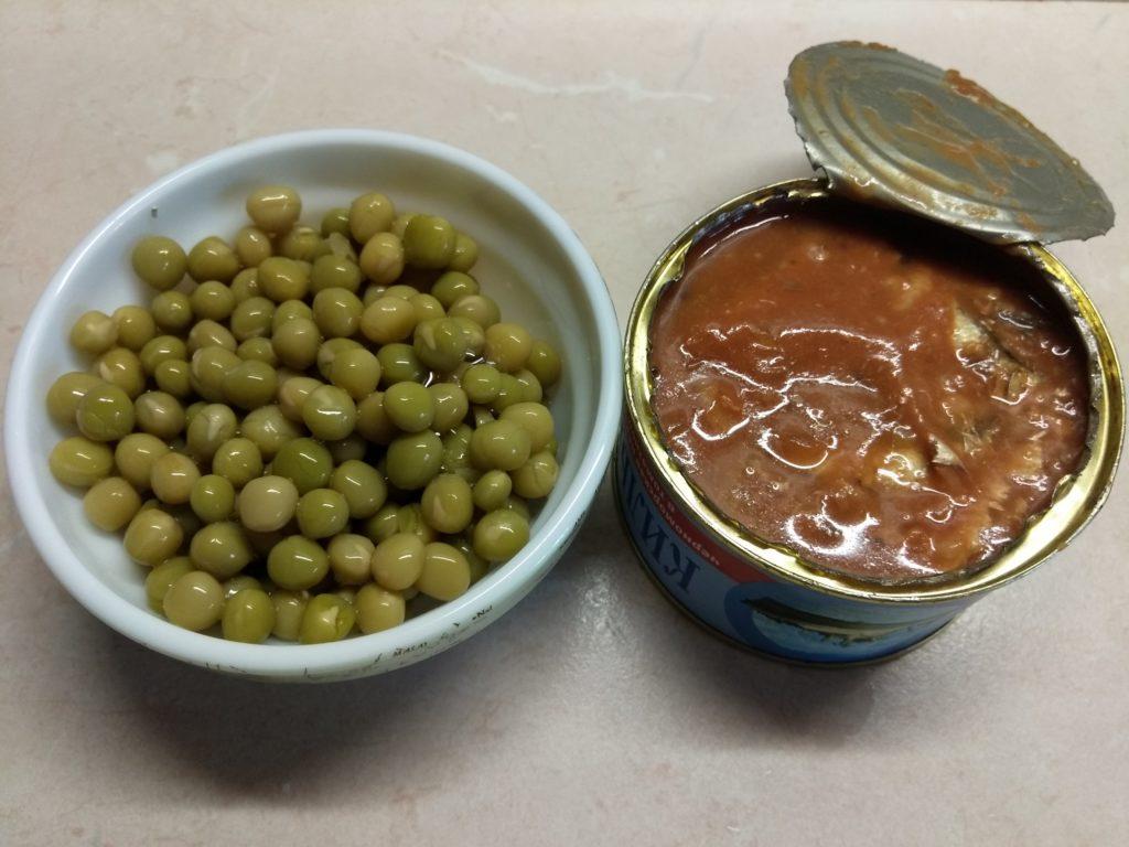 Фото рецепта - Суп с консервированным горошком и килькой в томатном соусе - шаг 4