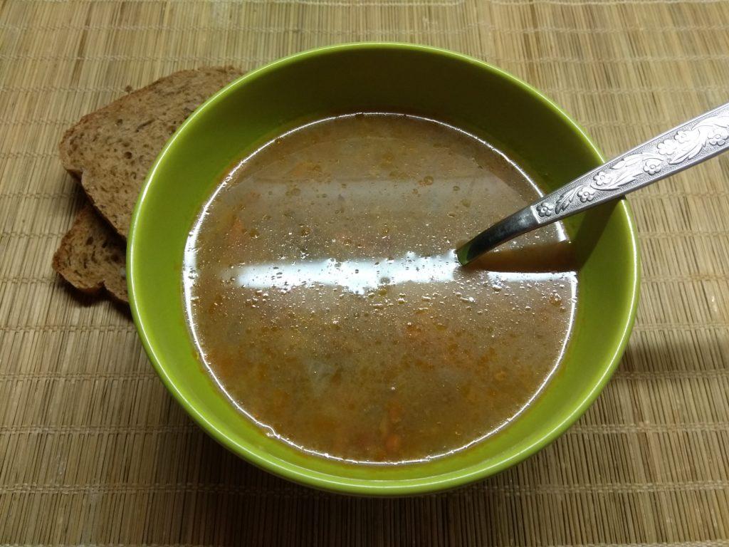 Фото рецепта - Суп с консервированным горошком и килькой в томатном соусе - шаг 5