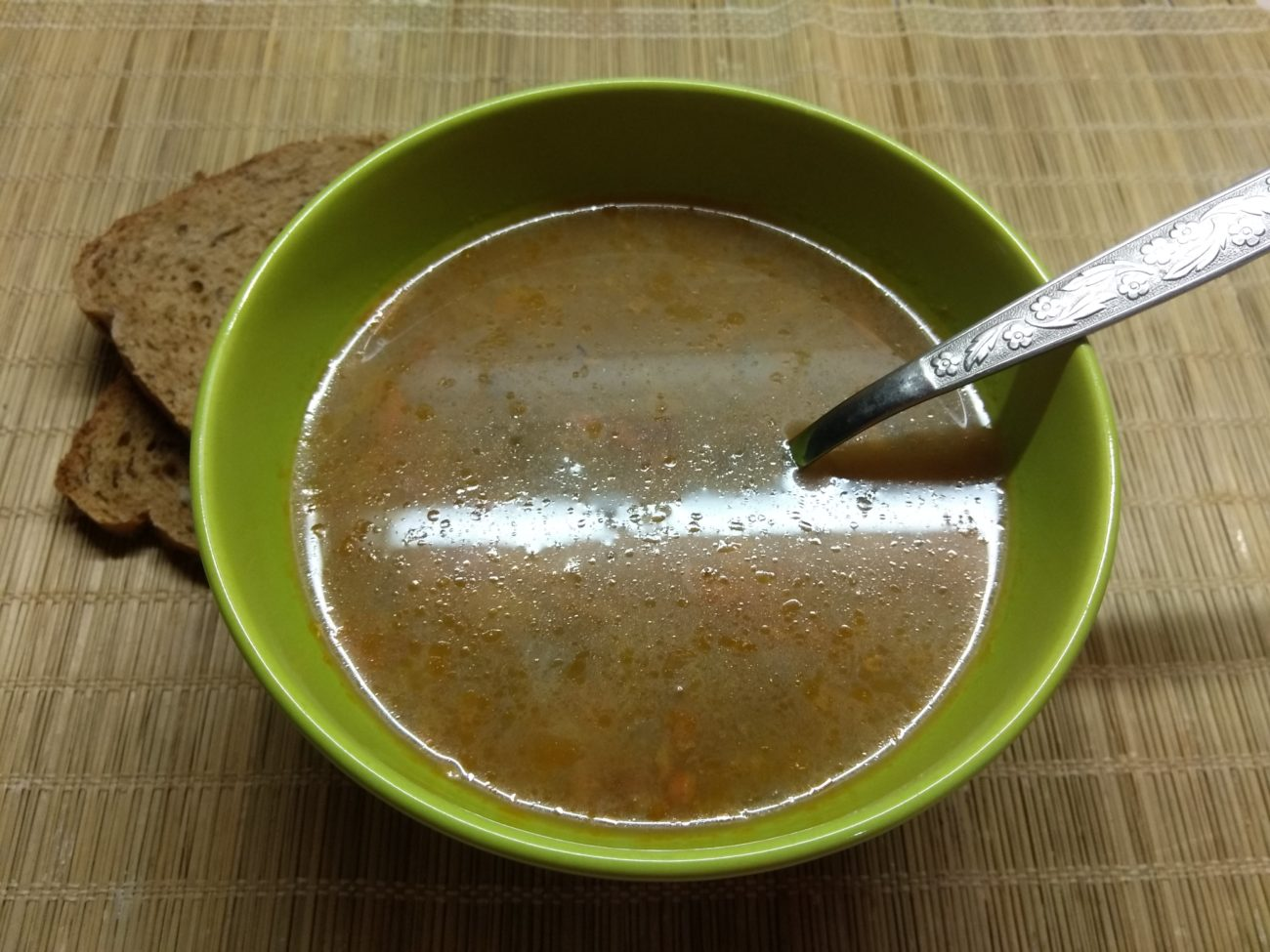 Суп с консервированным горошком и килькой в томатном соусе