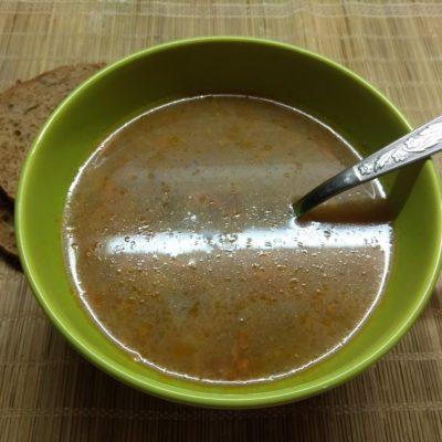 Суп с консервированным горошком и килькой в томатном соусе - рецепт с фото