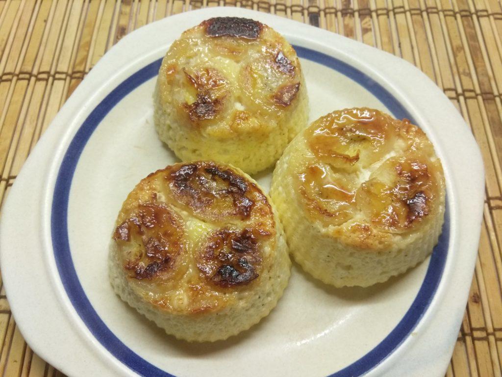 Фото рецепта - Творожные кексы с бананами в карамели - шаг 6