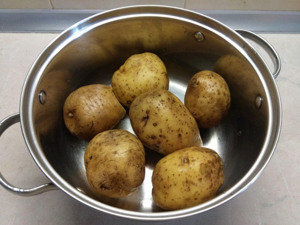 Фото рецепта - Дольки картофеля, запечённые в духовке с кориандром и розмарином - шаг 1
