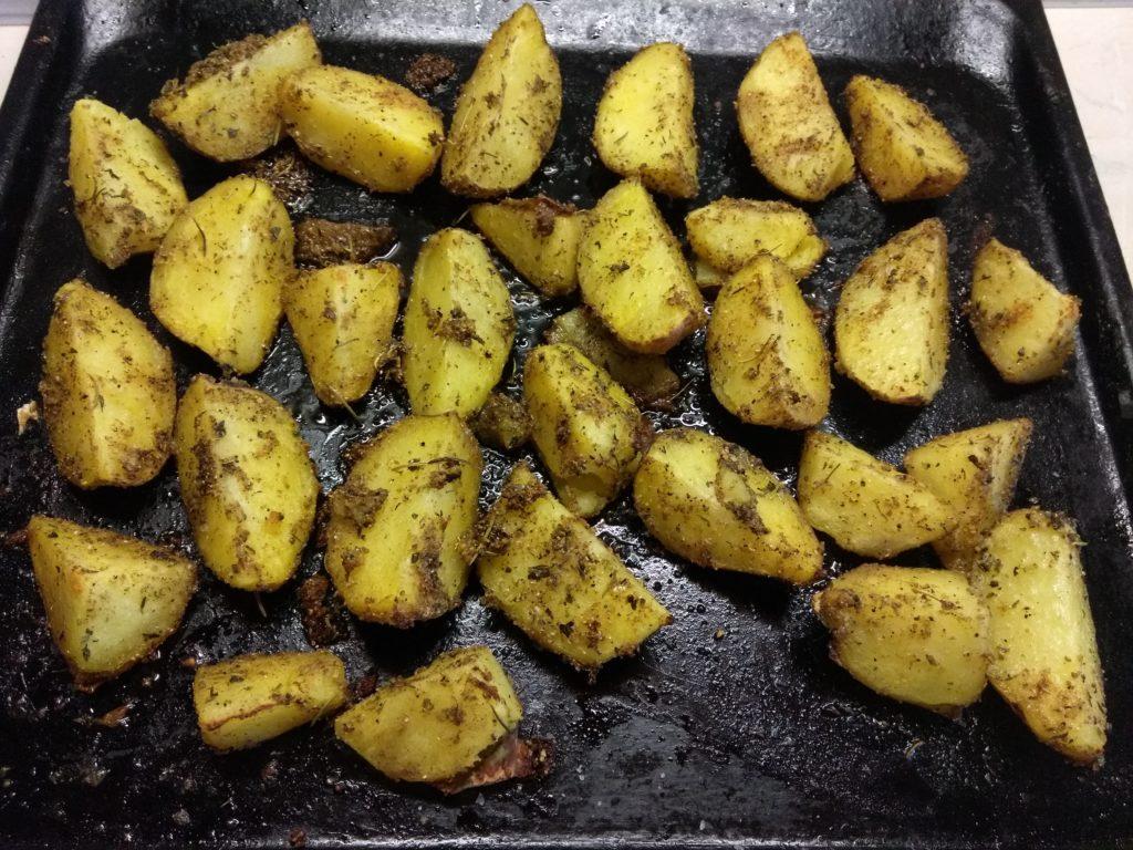 Фото рецепта - Дольки картофеля, запечённые в духовке с кориандром и розмарином - шаг 5