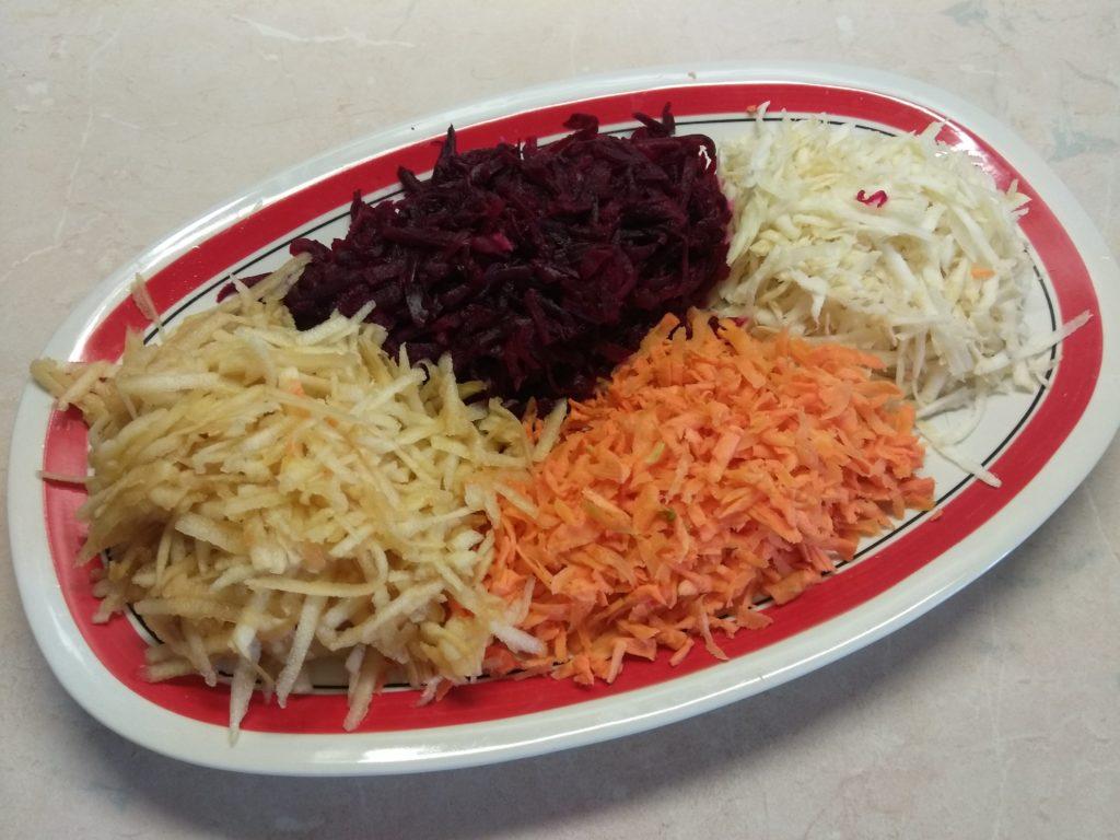 """Фото рецепта - Салат овощной """"Веселая радуга"""" - шаг 4"""