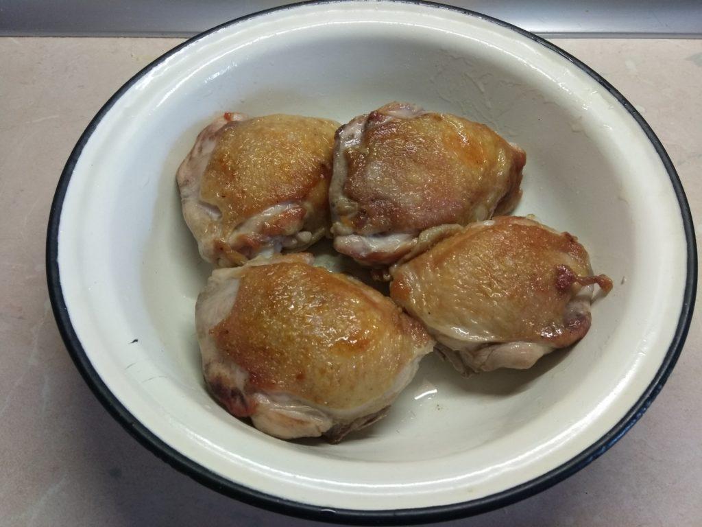 Фото рецепта - Куриные бедра, запеченные в духовке в прованских травах - шаг 2