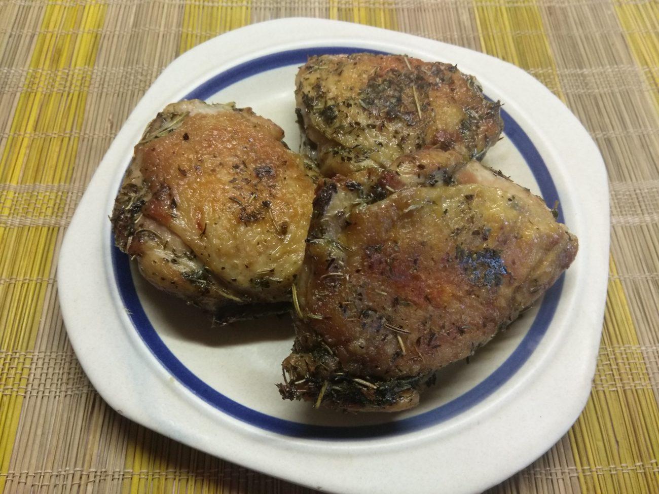 Куриные бедра, запеченные в духовке в прованских травах
