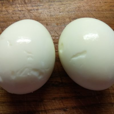 Фото рецепта - Салат из кукурузы, сельдерея и яиц - шаг 5
