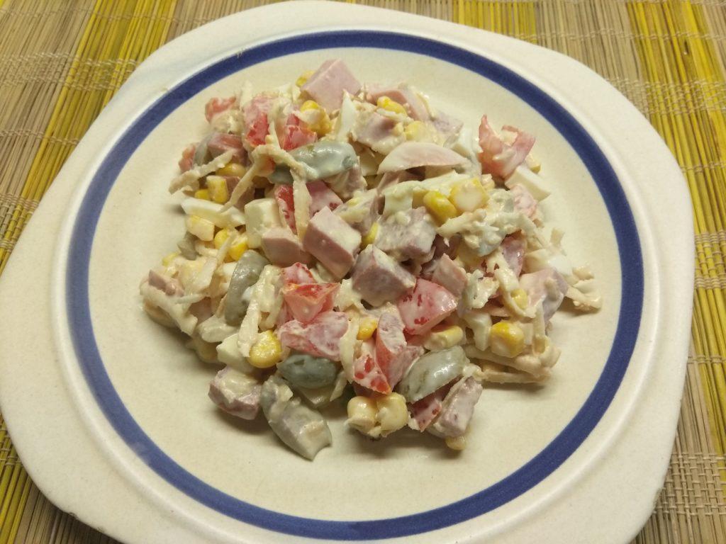 Фото рецепта - Салат из кукурузы, сельдерея и яиц - шаг 8