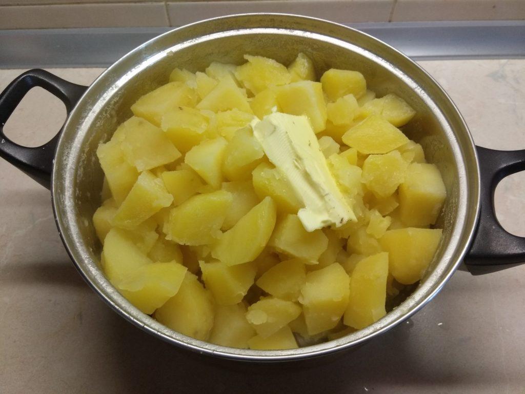 Фото рецепта - Картофельная запеканка с консервированными сардинами - шаг 2