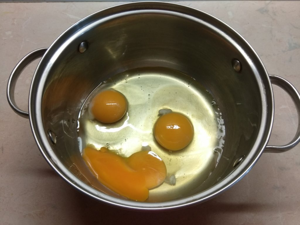Фото рецепта - Брауни на яблочном варенье с орехами - шаг 1