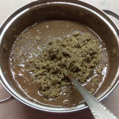 Фото рецепта - Брауни на яблочном варенье с орехами - шаг 4