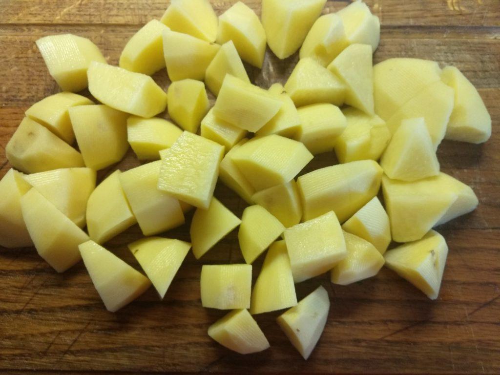 Фото рецепта - Суп без мяса с перловой крупой и крабовыми палочками - шаг 2