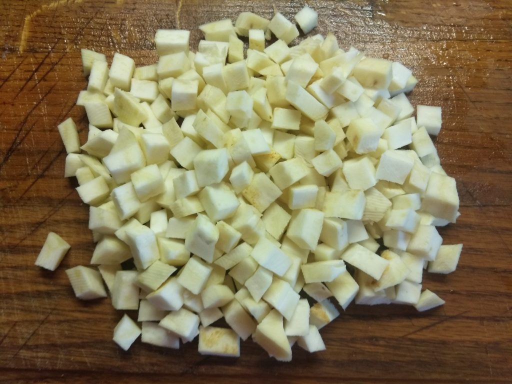 Фото рецепта - Суп из чечевицы и сельдерея на грибном бульоне - шаг 4