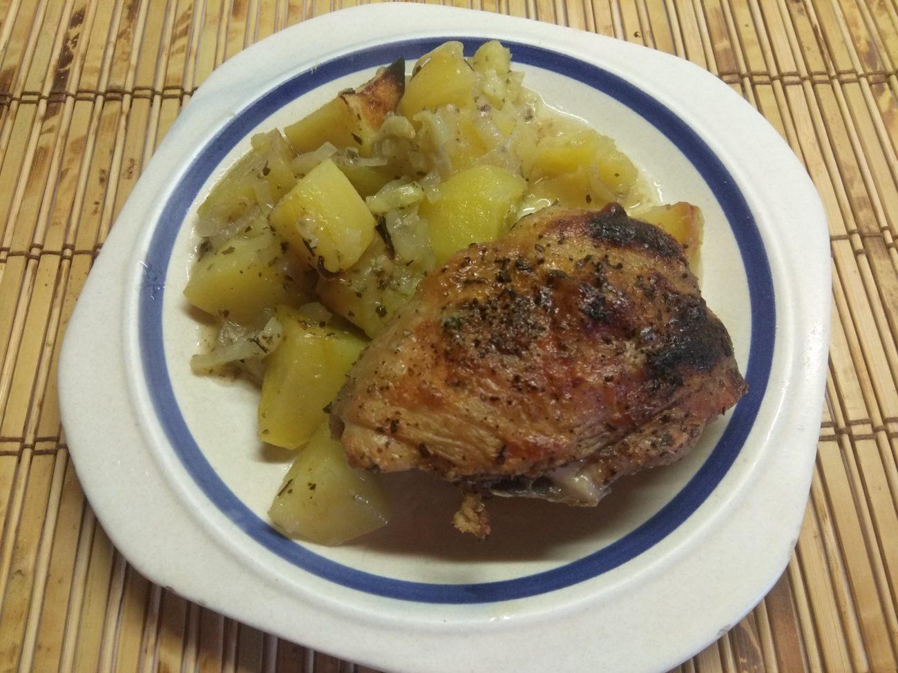 Картофель, запеченный с курицей в духовке